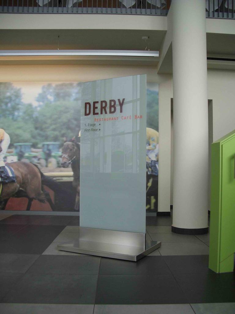 Derby Glasstele4