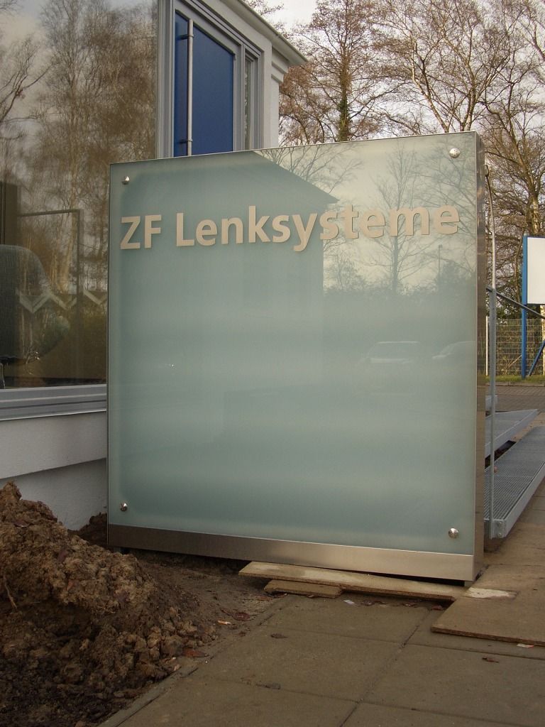 ZF Lenksysteme stele 6